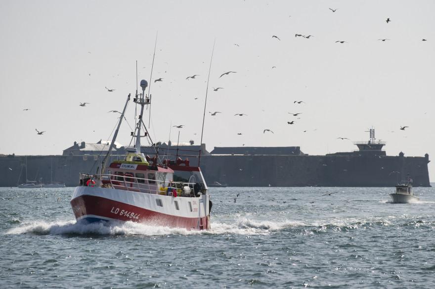 Un chalutier rentre au port de Lorient (illustration)