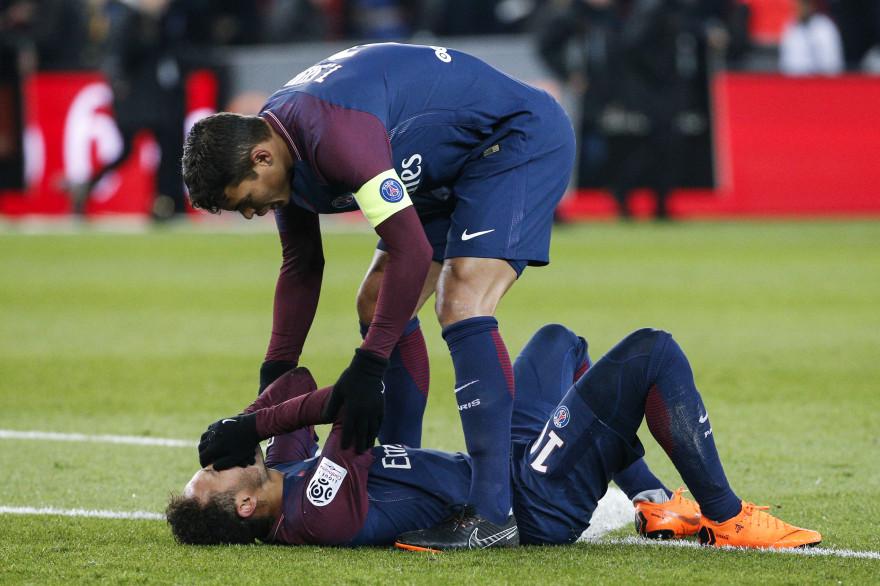 Thiago Silva auprès de Neymar dimanche 25 février 2018