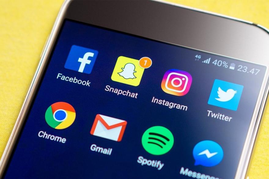 Snapchat et Instagram ont suspendu l'accès aux GIF dans leur application