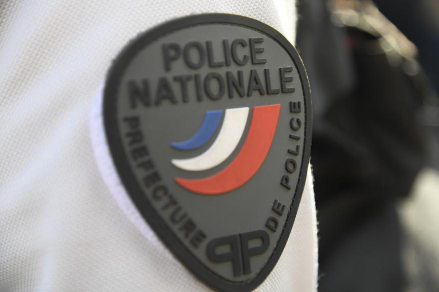 Un badge de police nationale française (image d'illustration)