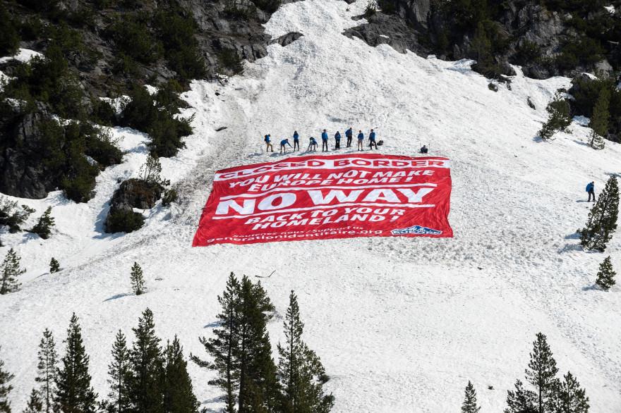 Des militants de Génération identitaire ont mené une opération à la frontière franco-italienne dans les Alpes