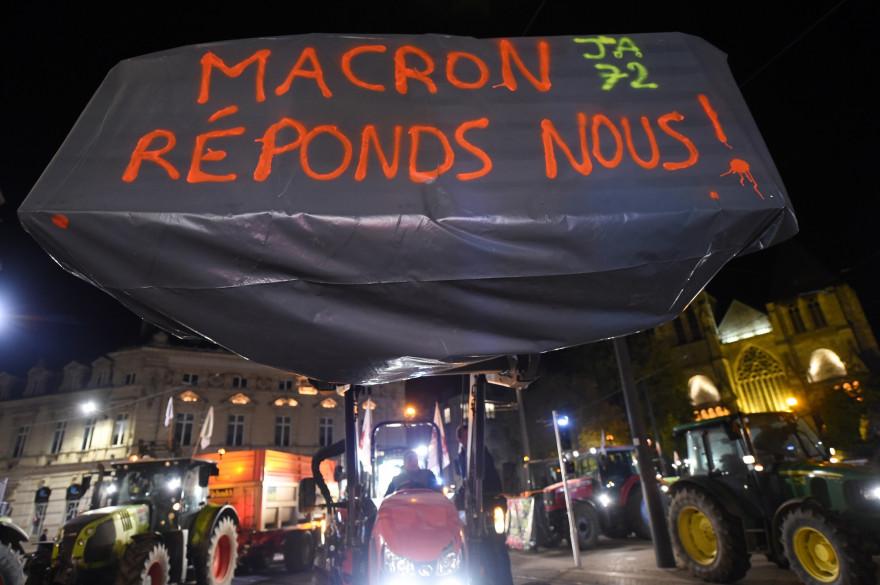 Les agriculteurs interpellent Emmanuel Macron devant les préfectures le 22 octobre 2019