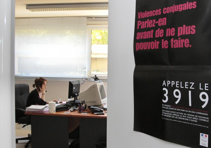 Le 3919 est le numéro d'appel d'urgence destiné aux femmes victimes de violences conjugales et à leurs proches.