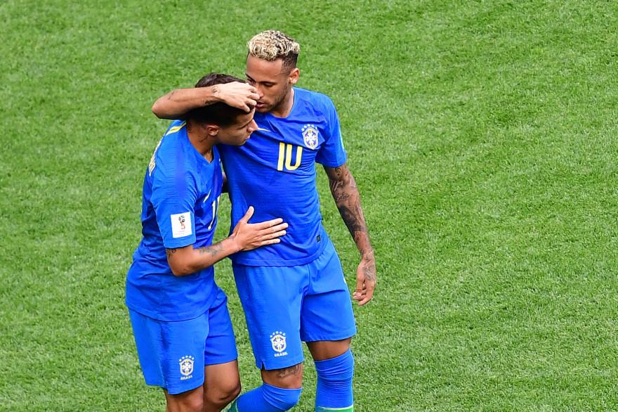 Philippe Coutinho et Neymar avec le Brésil le 22 juin 2018 à Saint-Pétersbourg