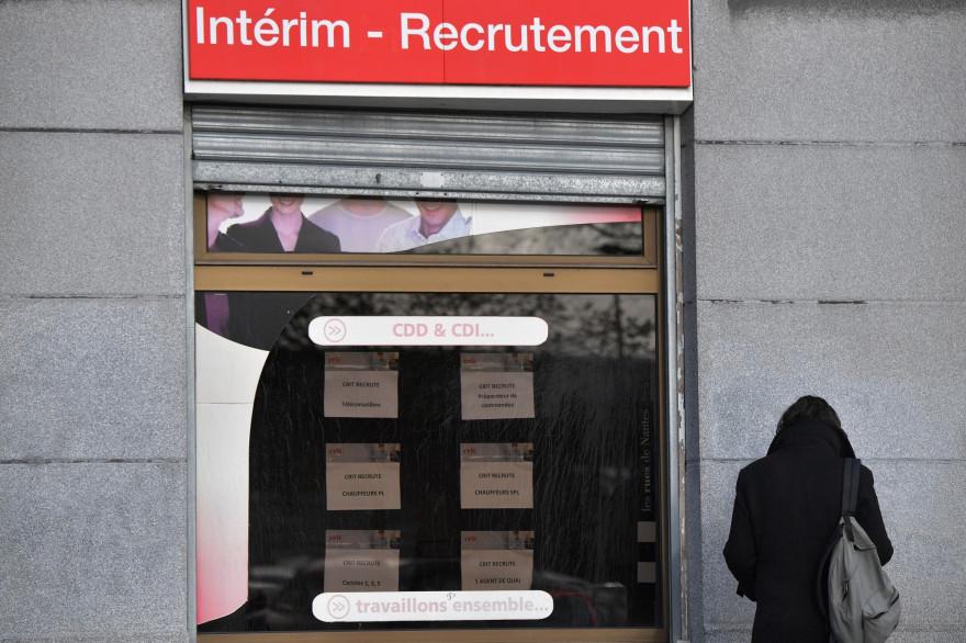 Devant une agence d'intérim à Nantes, le 23 novembre 2018