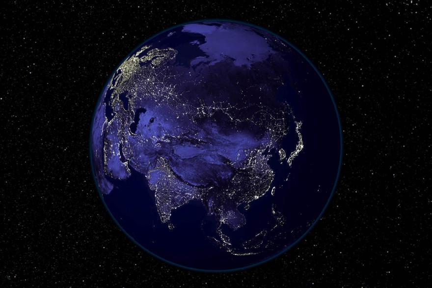 Une vue de la Terre la nuit depuis l'espace (Illustration)