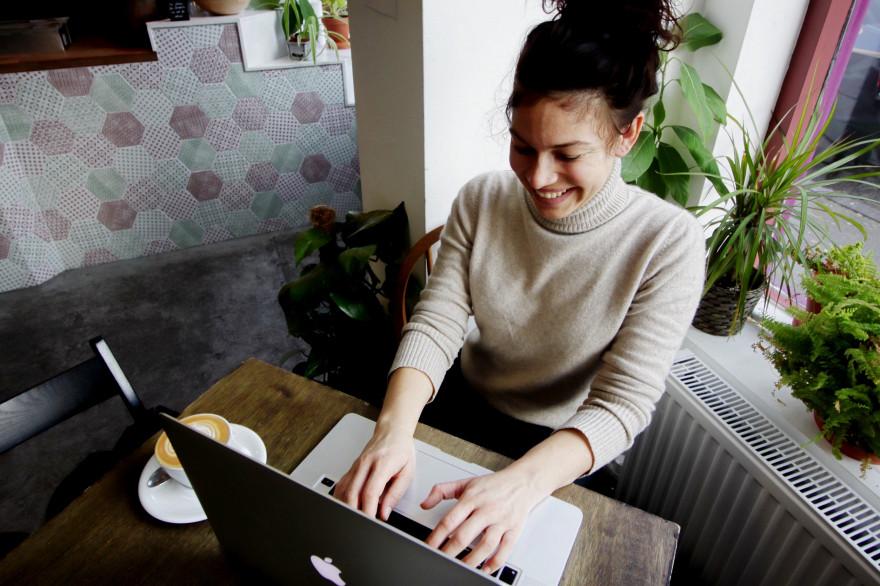 Le Reset est un espace féministe et inclusif où tout le monde peut venir apprendre à utiliser les technologies numériques.
