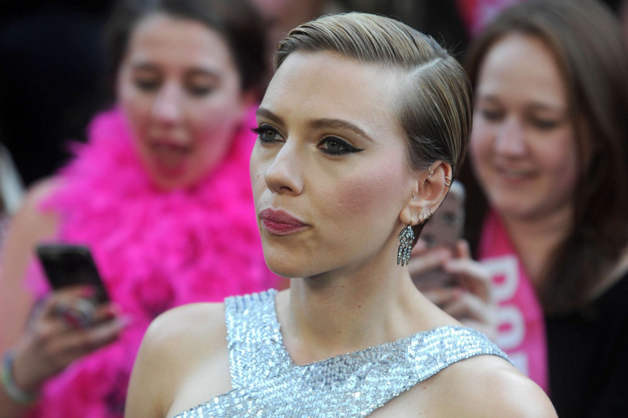 Scarlett Johansson sur un tapis rouge le 12 juin 2017 à New York