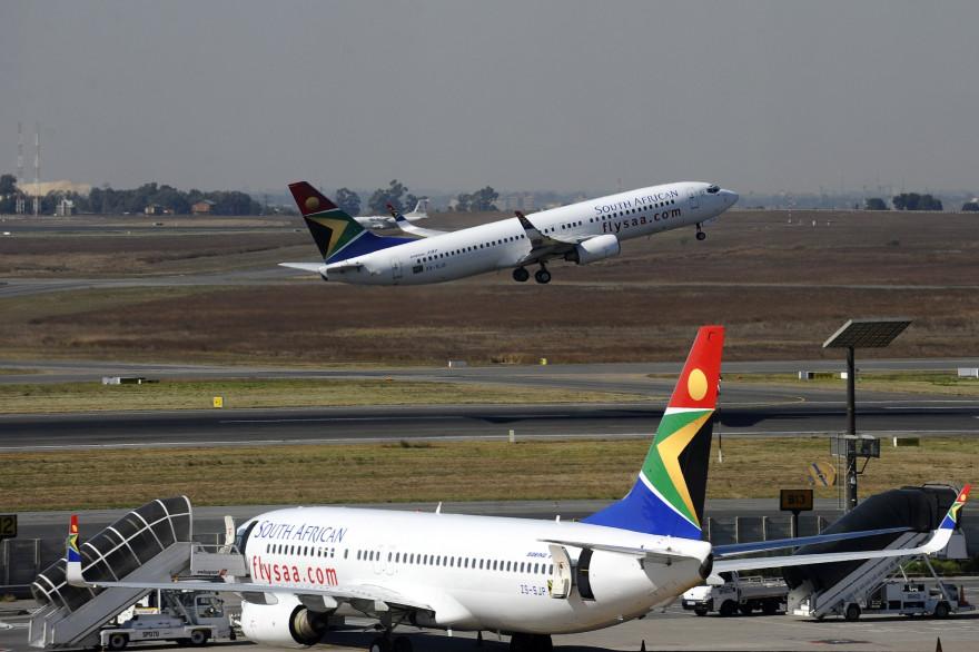 Des avions de la compagnie South African airways à l'aéroport de Johannesburg, le 25 mai 2010 (archives)