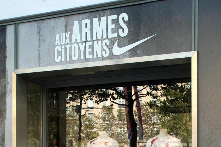 Le magasin Nike sur les Champs-Élysées le 11 octobre 2007