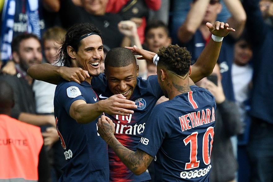 Cavani, Mbappé et Neymar à la fête face à Angers au Parc des Princes