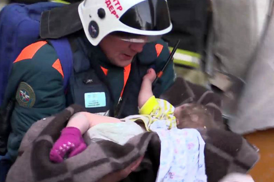 En Russie, un bébé de 10 mois retrouvé vivant dans les décombres après une explosion