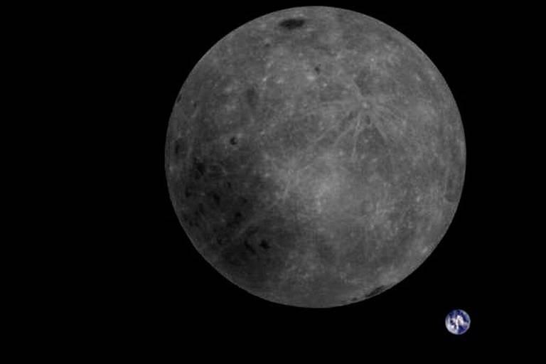 Cette image de la Lune et de la Terre a mis vingt minutes pour être téléchargée par des amateurs passionnés.