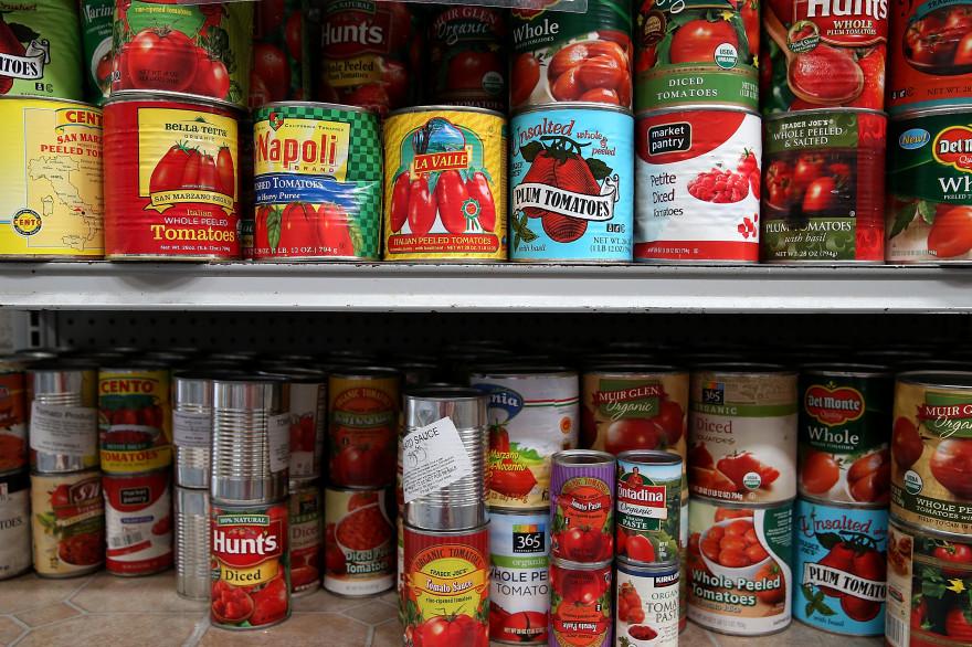 De pots de sauce tomate
