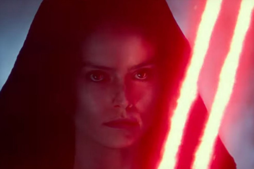 """Rey avec le double sabre laser rouge dans le teaser de """"Star Wars 9"""""""