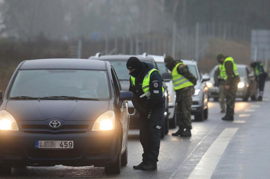 La Lituanie a mis en place des barrages routiers pour restreindre les déplacements à Noël