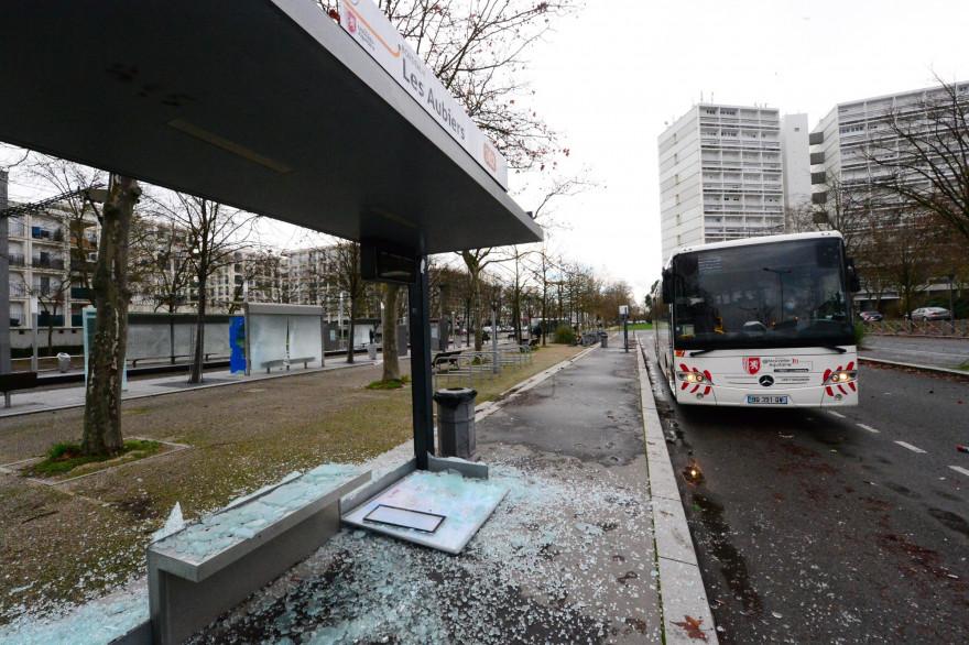 Un abri-bus détruit le 1er janvier 2021 à Bordeaux