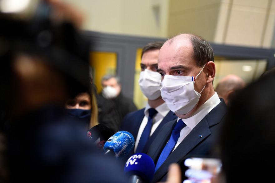 Le Premier ministre Jean Castex répond aux journalistes à l'hôpital de Mercy à Metz, le 14 janvier 2021.