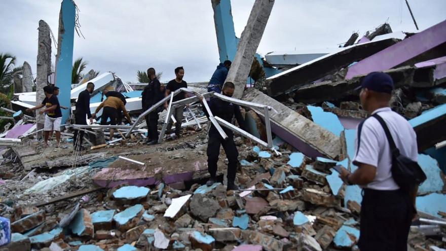 La-ville-de-Mamuju-a-ete-frappee-par-un-seisme-de-magnitude-62-qui-a-cause-la-mort-de-26-personnes-au-moins-531912