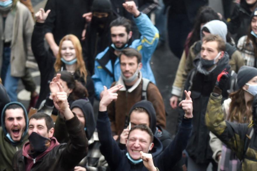 Des manifestants contre la loi sécurité globale, le 16 janvier à Nantes.