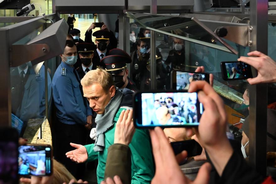 L'opposant politique russe Alexeï Navalny lors de son arrestation par la police à son retour à Moscou, dimanche 17 janvier 2021