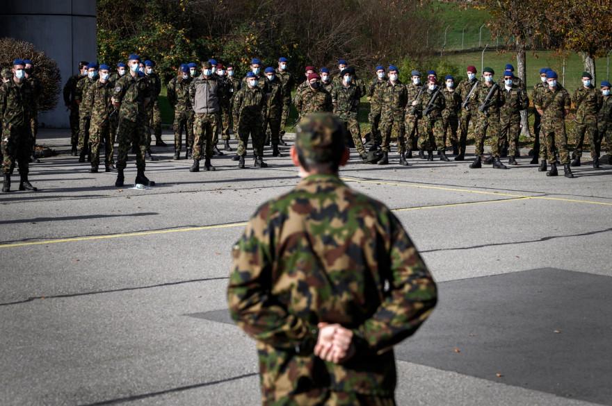 Le service militaire suisse s'adapte à la crise sanitaire