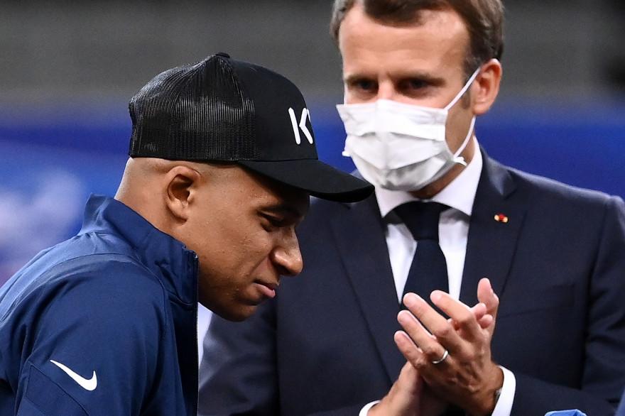 Emmanuel Macron et Kylian Mbappé, après la finale de la Coupe de France, le 24 juillet 2020.
