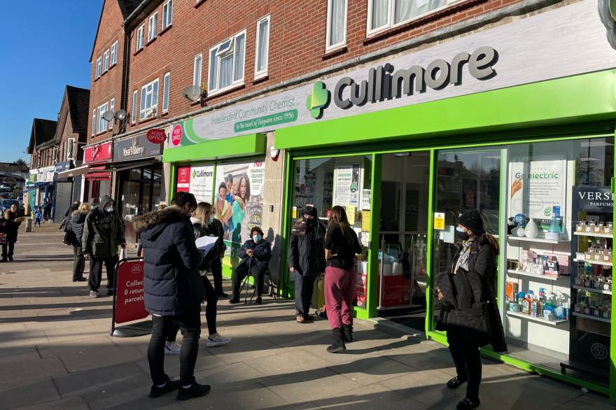 Cullimore Pharmacy, dans le nord de Londres, a été parmi les six premières à prendre part à la campagne de vaccination en Angleterre début janvier
