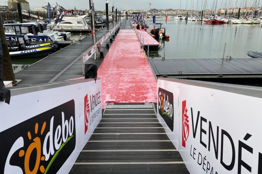 Tapis rouge sur le ponton d'honneur du Vendée Globe