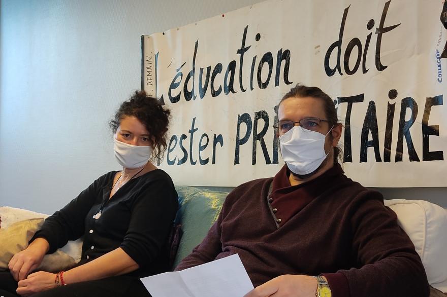 Pierre R. et Leïla M., pendant leur grève de la faim au collège Lucie Aubrac.
