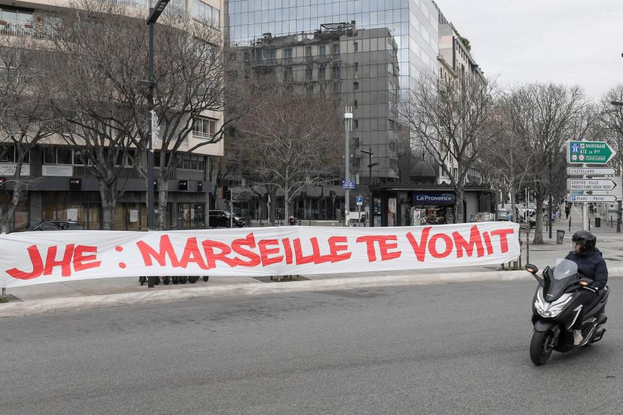 Une banderole visant le président de l'OM Jacques-Henry Eyraud à Marseille le 30 janvier 2021