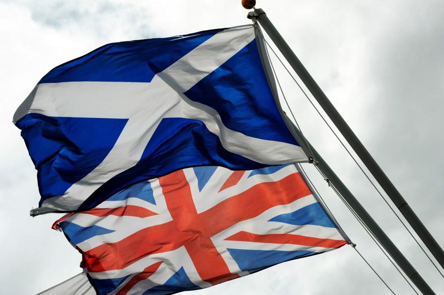 Drapeaux de l'Ecosse et du Royaume-Uni, le 17 août, à Gretna. (archives)