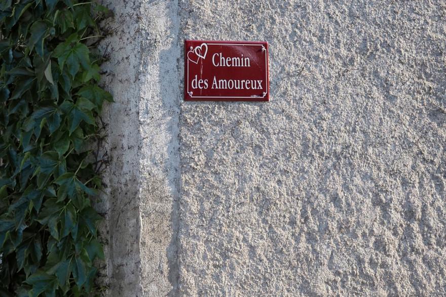 """Le """"Chemin des Amoureux"""" dans le village de Saint-Valentin, près d'Issoudun, dans le centre de la France."""