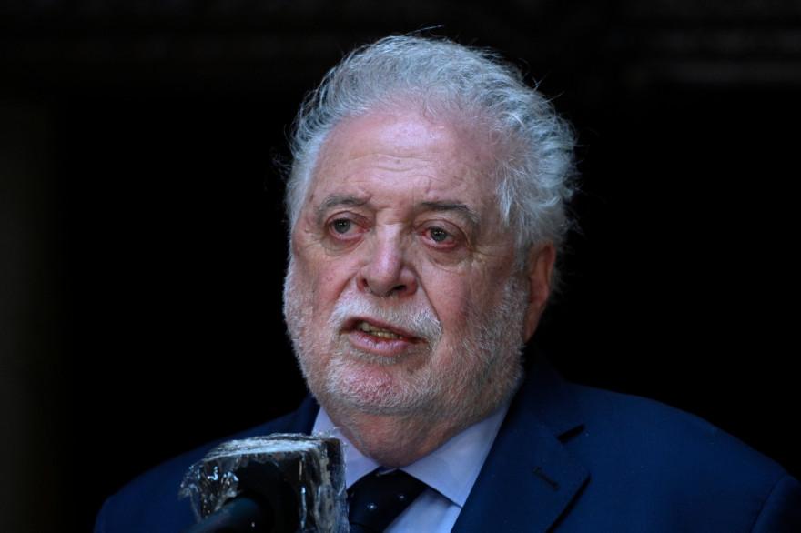 Le ministre argentin de la Santé, Gines Gonzalez Garcia, lors d'une conférence de presse, le 10 décembre 2020 à Buenos Aires.