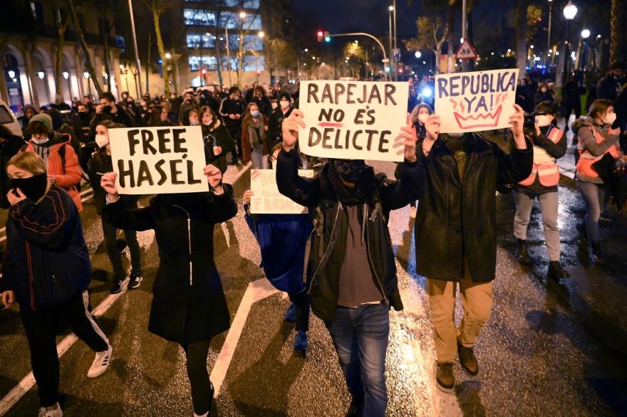 Des manifestants soutenant le rappeur Pablo Hasèl, à Barcelone le 22 février 2021