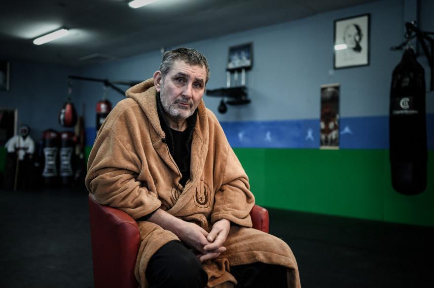 Le professeur d'arts martiaux Jean-Michel Rey au Dojo 114, une salle de sport associative qui a fermé dans le cadre des mesures sanitaires, à Bruges, le 26 février 2021.