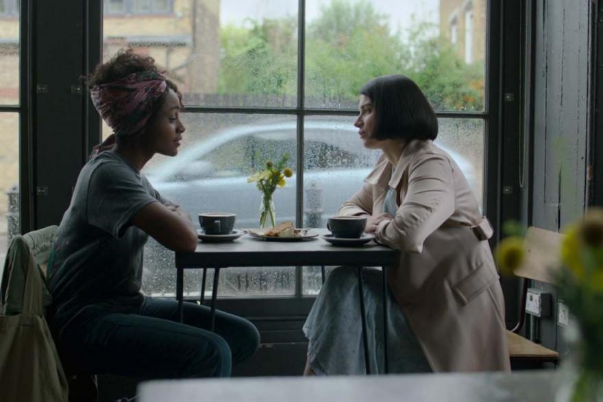 """Adèle (Eve Hewson) et Louise (Simona Brown) dans """"Mon amie Adèle"""""""