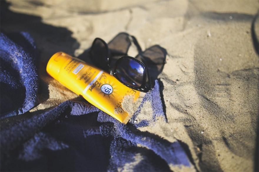 L'octocrylène, fréquemment présent dans les crèmes solaires et anti-âge, est un composant soupçonné d'être cancérogène, selon des chercheurs