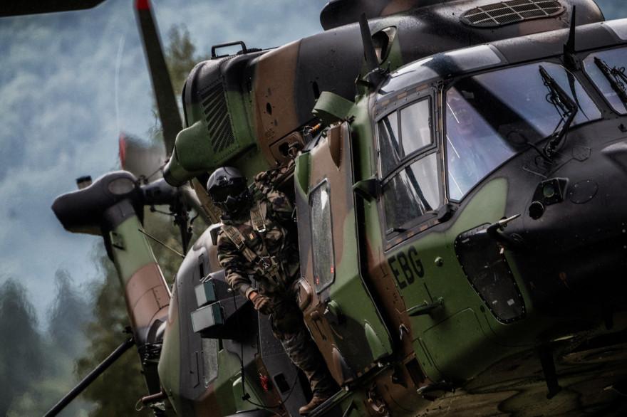Paris : un hélicoptère suspect intercepté vendredi, l'armée de l'air mobilisée 1395927-un-helicoptere-de-l-armee-francaise-illustration
