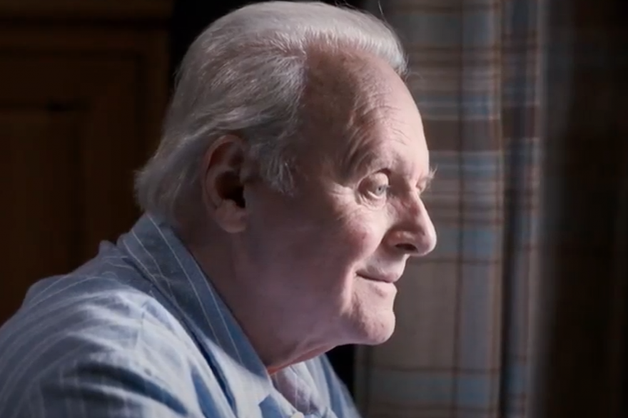 "Dans ""The Father"", Anthony Hopkins incarne le personnage principal."