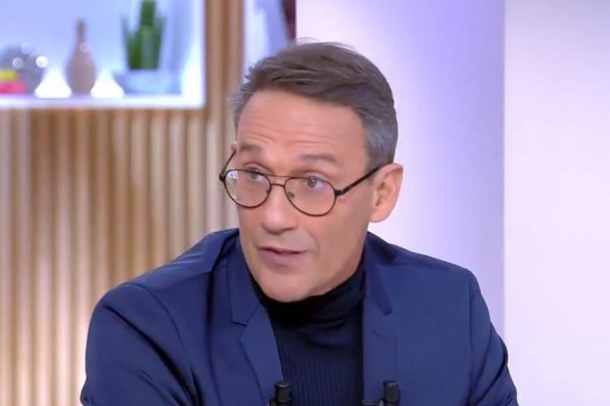 """Julien Courbet sur le plateau de """"C à Vous"""""""