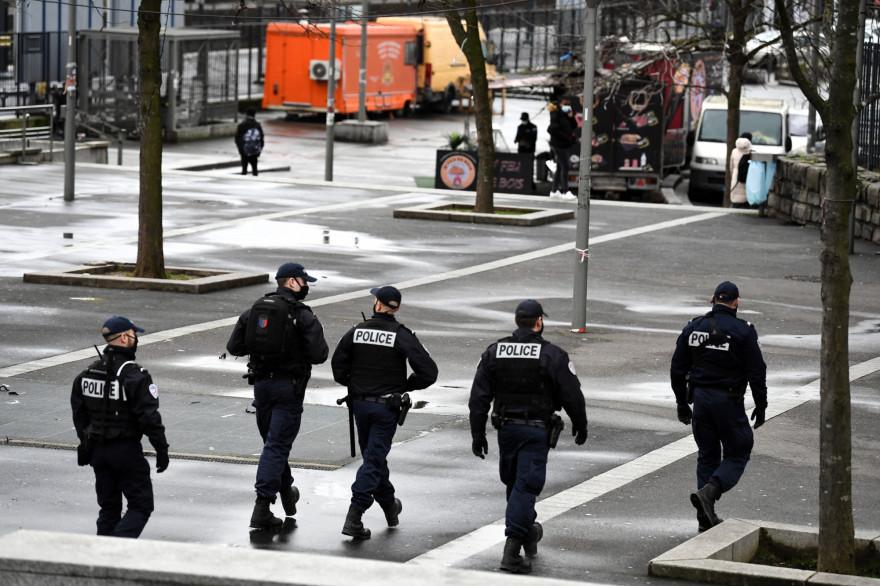 Des policiers à Sarcelles le 3 février 2021. (illustration)
