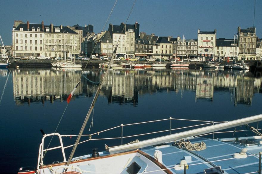 Une vue du port de Cherbourg (illustration)