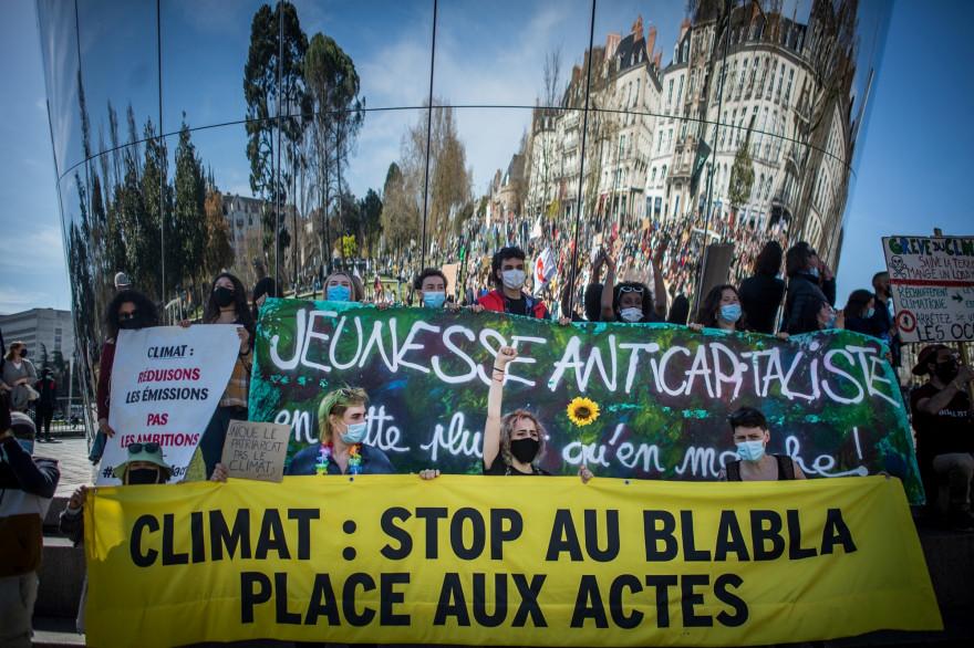 Des milliers de manifestants se sont retrouvés à Nantes