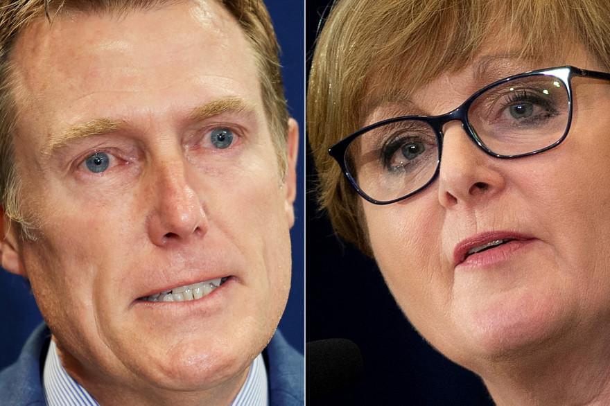"""L'""""Attorney general"""" (procureur général) australien Christian Porter (à gauche) s'exprimant à Perth le 3 mars 2021, et la ministre australienne de la Défense Linda Reynolds (à droite) à Washington, le 28 juillet 2020."""