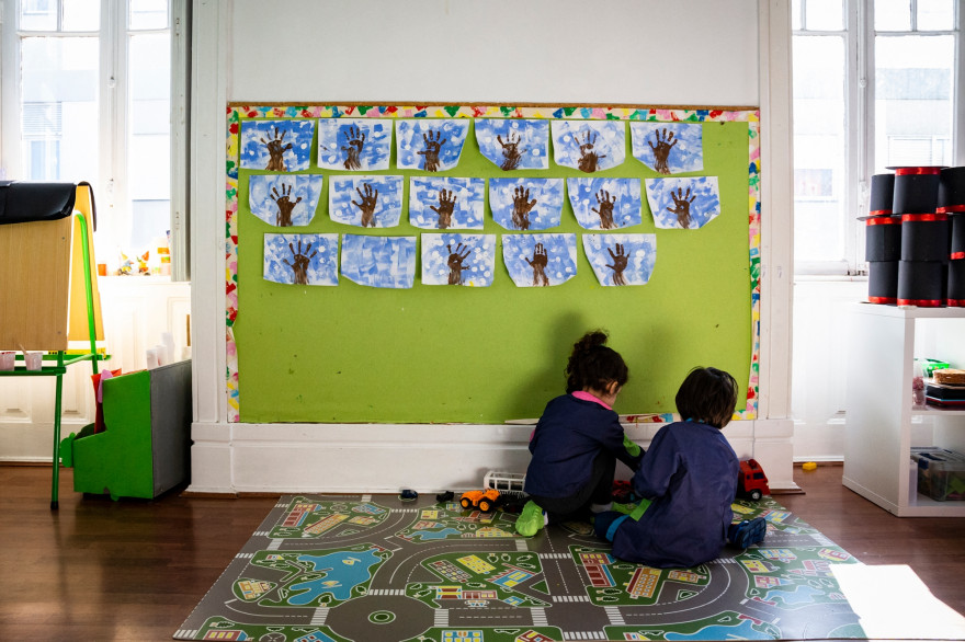 """Le gouvernement français a décidé de ne fermer les écoles qu'en """"dernier recours""""."""