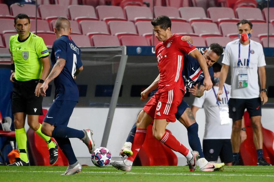 Robert Lewandowski entre Marco Verratti et Neymar le 23 août 2020 à Lisbonne