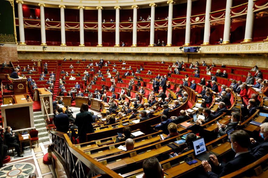Un point de vue général montre une session de questions au gouvernement à l'Assemblée nationale à Paris, le 9 février 2021.