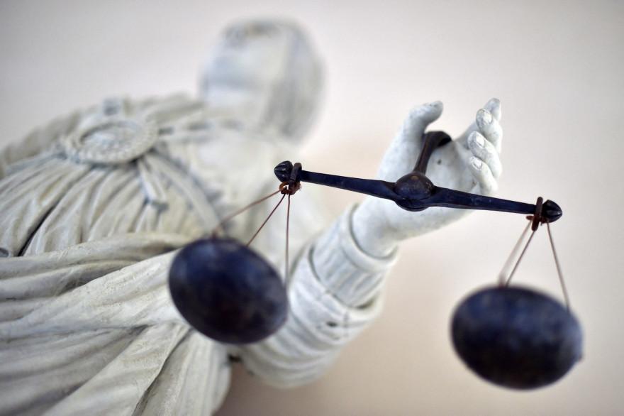 En première instance, huit des accusés avaient été reconnus coupables de tentative de meurtre sur personnes dépositaires de l'autorité publique et condamnés à des peines allant de 10 à 20 ans de prison.