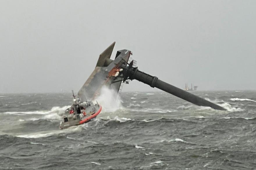 Le Seacor Power a chaviré dans une tempête près de Port Fourchon, à environ 160 km au sud de la Nouvelle-Orléans.